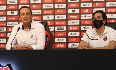 Fernando Ocampo y Enroque Morúa explicaron el proceso seguido por Alajuelense para saldar sus deudas.