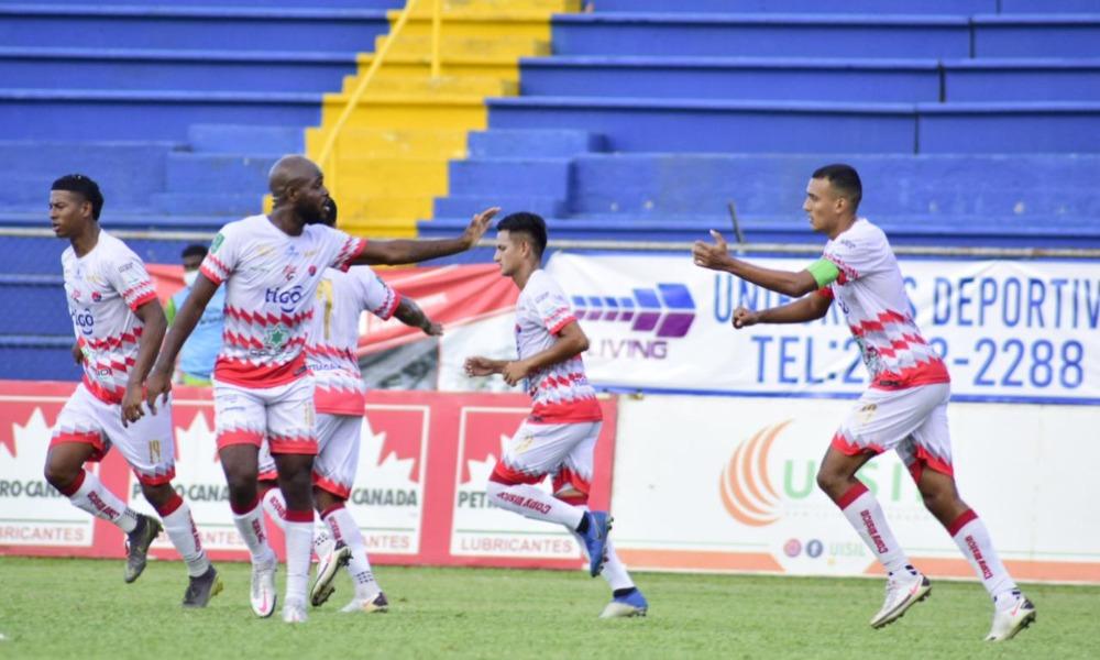 Osvaldo Rodríguez y Javon East fueron los anotadores del Santos en la victoria sobre Grecia esta tarde.