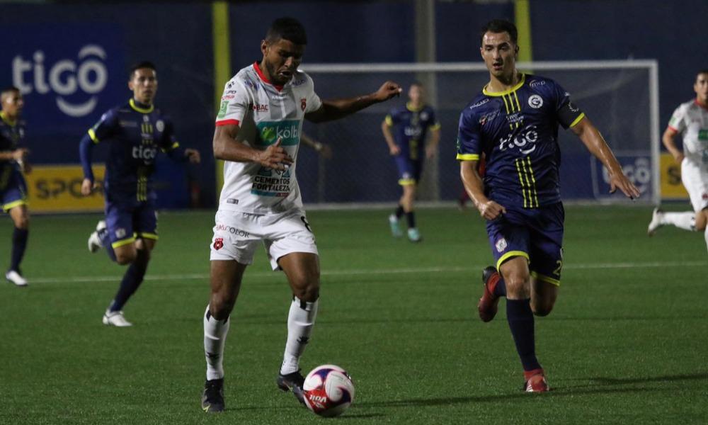Marcel Hernández sigue intratable en su alianza con el gol. Esta noche volvió a sumar para Alajuelense.
