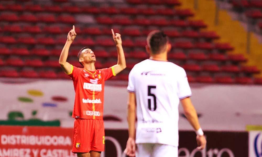 Bryan Rojas volvió a marcar esta noche para Herediano. Ingresó de cambio y fue clave para la remontada ante Sporting.