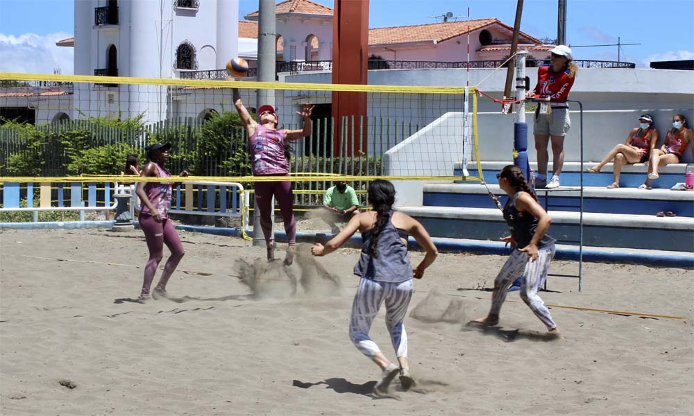 Karen Cope y Natalia Alfaro ganaron la doble fecha eliminatoria en la ctegoría Premier Élite del voleibol playa.