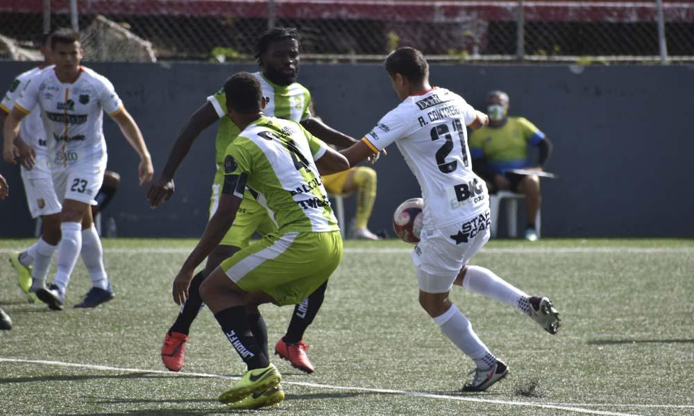 John Jairo Ruiz falló una opción clara de gol en el primer tiempo, pero a él le cometieron la falta de penal que abrió el camino al 0 – 1.