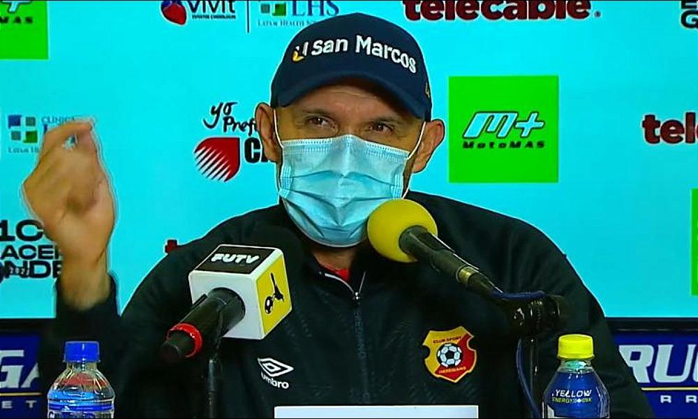 Luis Marín, técnico del Herediano se molestó con el accionar de su equipo ante San Carlos.