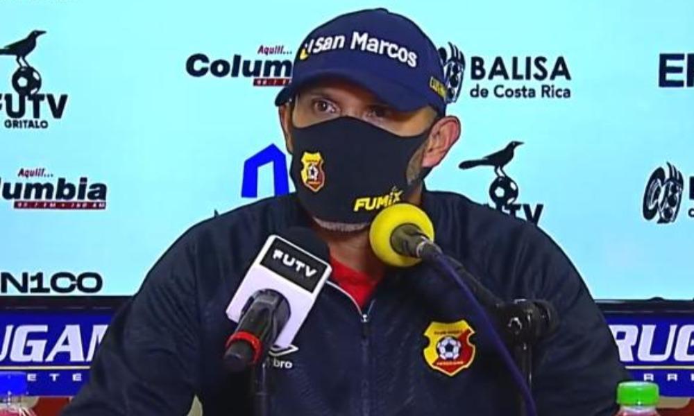 Luis Marín, técnico del Herediano, comienza a ganar tranquilidad para trabajar.