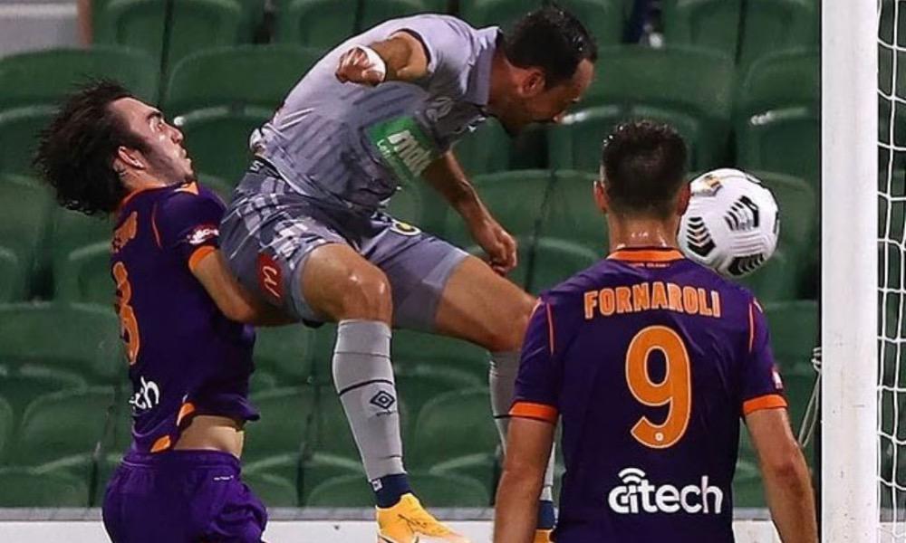 Marco Ureña marcó así su primer gol en Australia.