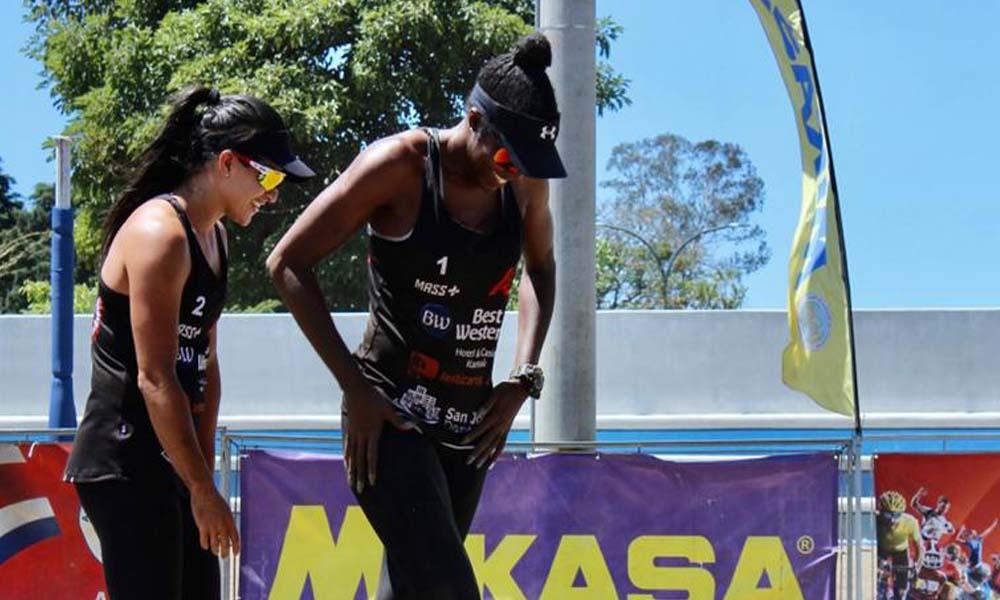 Natalia Alfaro y Karen Cope disfrutan su regreso a la arena, después de tres años sin competir.