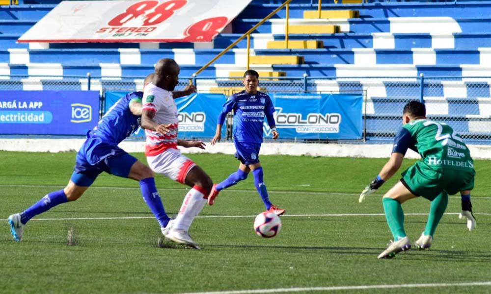 Javon East salvó un punto para Santos al darle el empate ante Pérez Zeledón.