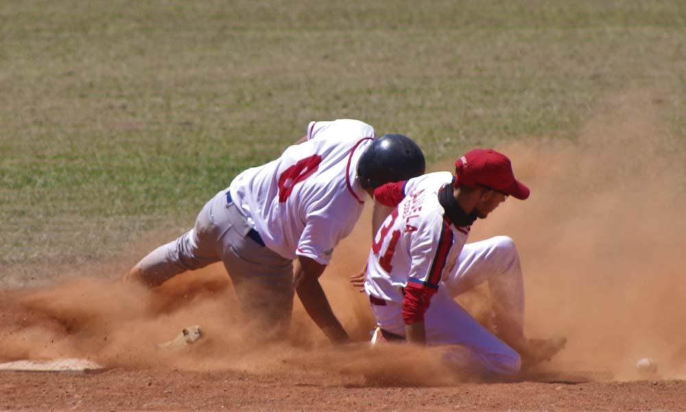 Mingo Snacks se impuso a Code Alajuela, para dejarse el liderato del torneo U23 del beisbol metropolitano.