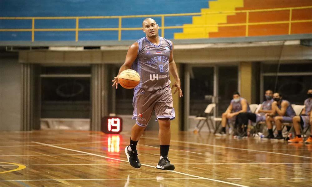 Amir Alvarado fue la gran figura del equipo de Roswell. Aportó 26 puntos en la victoria de su equipo sobre Limón ARCA. Foto: FECOBA.