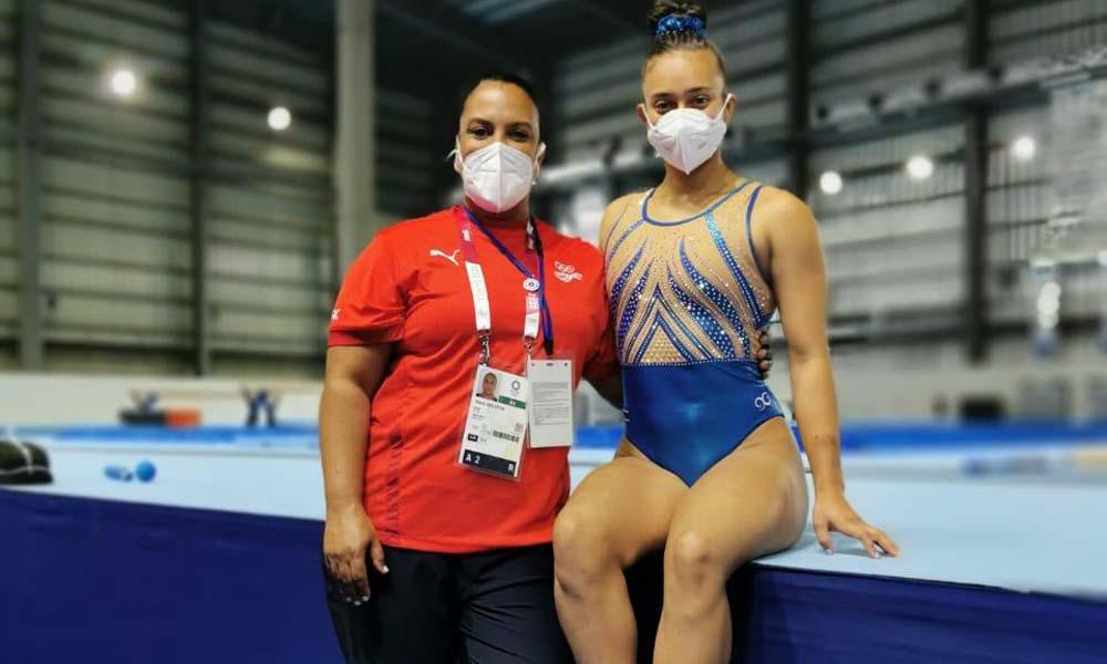 Luciana Alvarado y su madre y entrenadora, Sherly Reid, tras la primera práctica en el Centro Gimnasia de Ariake. Foto: CON.