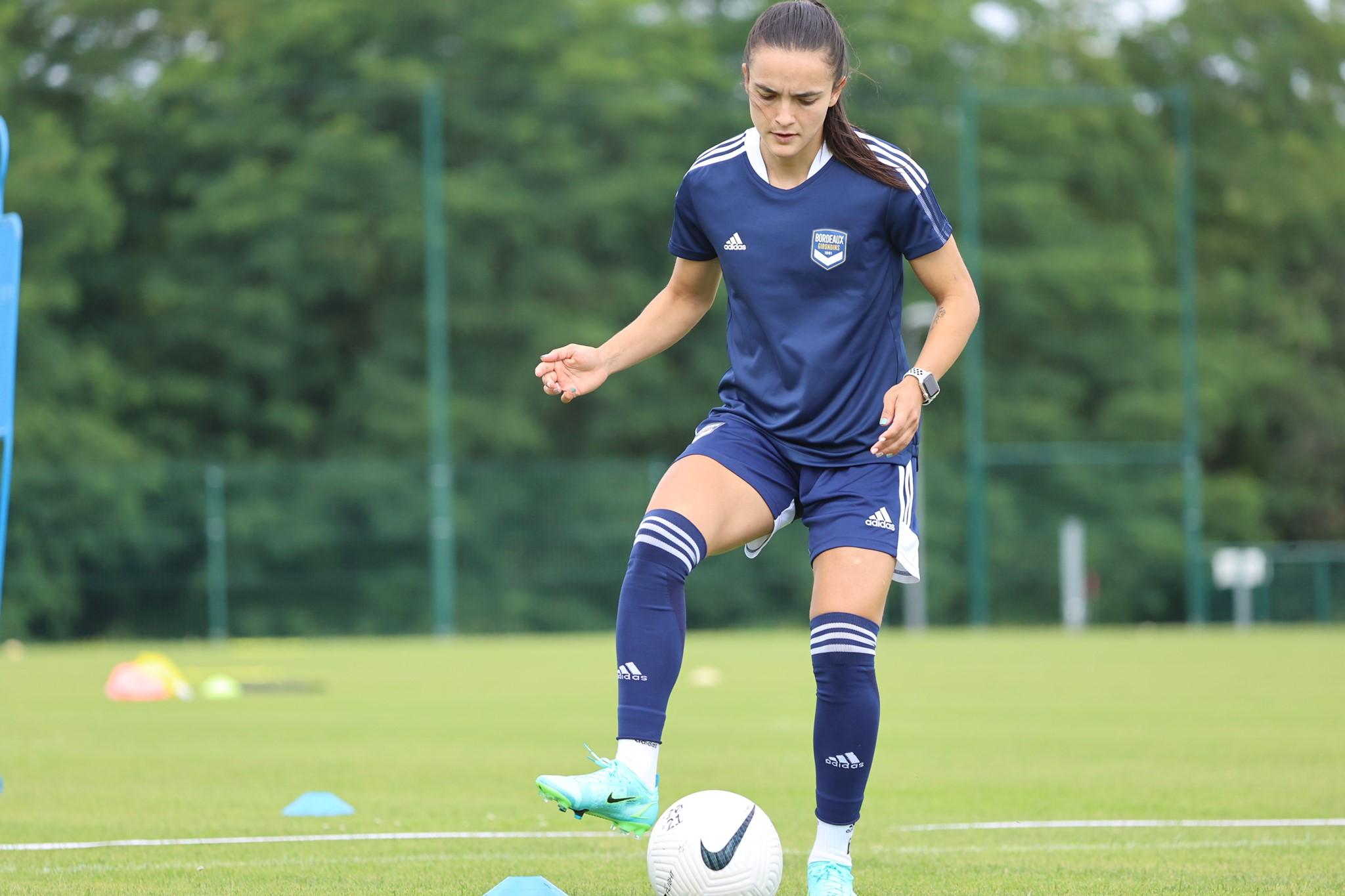 Melissa Herrera tuvo su primera presencia en cancha con el Girondins de Bordeaux, que ganó 0 – 3 al PSG en pretemporada. Foto: Bordeaux.